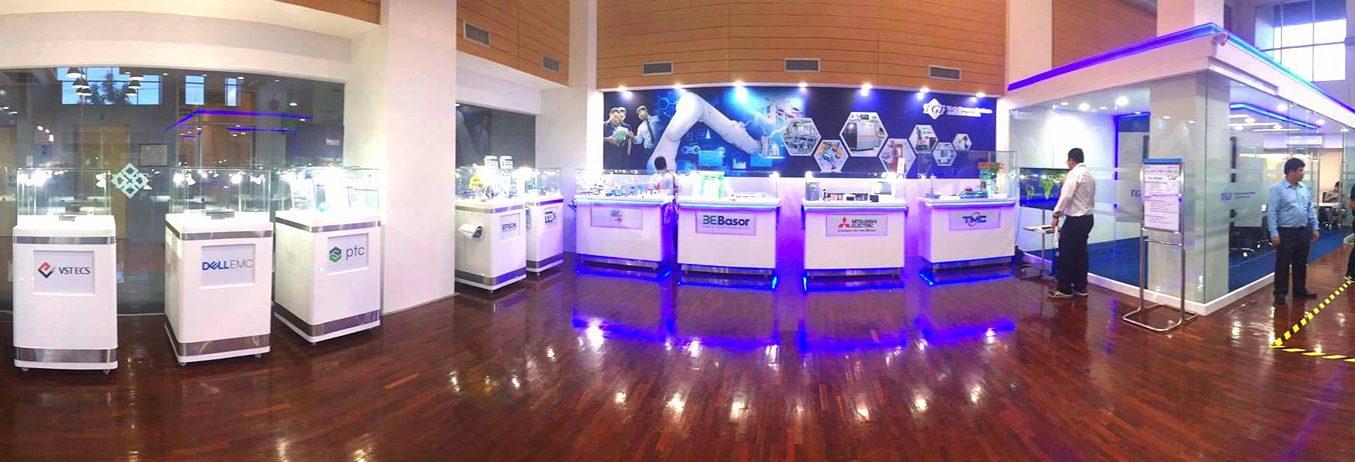 บูธแสดงสินค้าเครื่องมือวัดในห้องแสดงนวัตกรรม TGI Smart Factory
